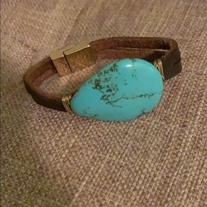 Jewelry - Turquoise stone with leather band